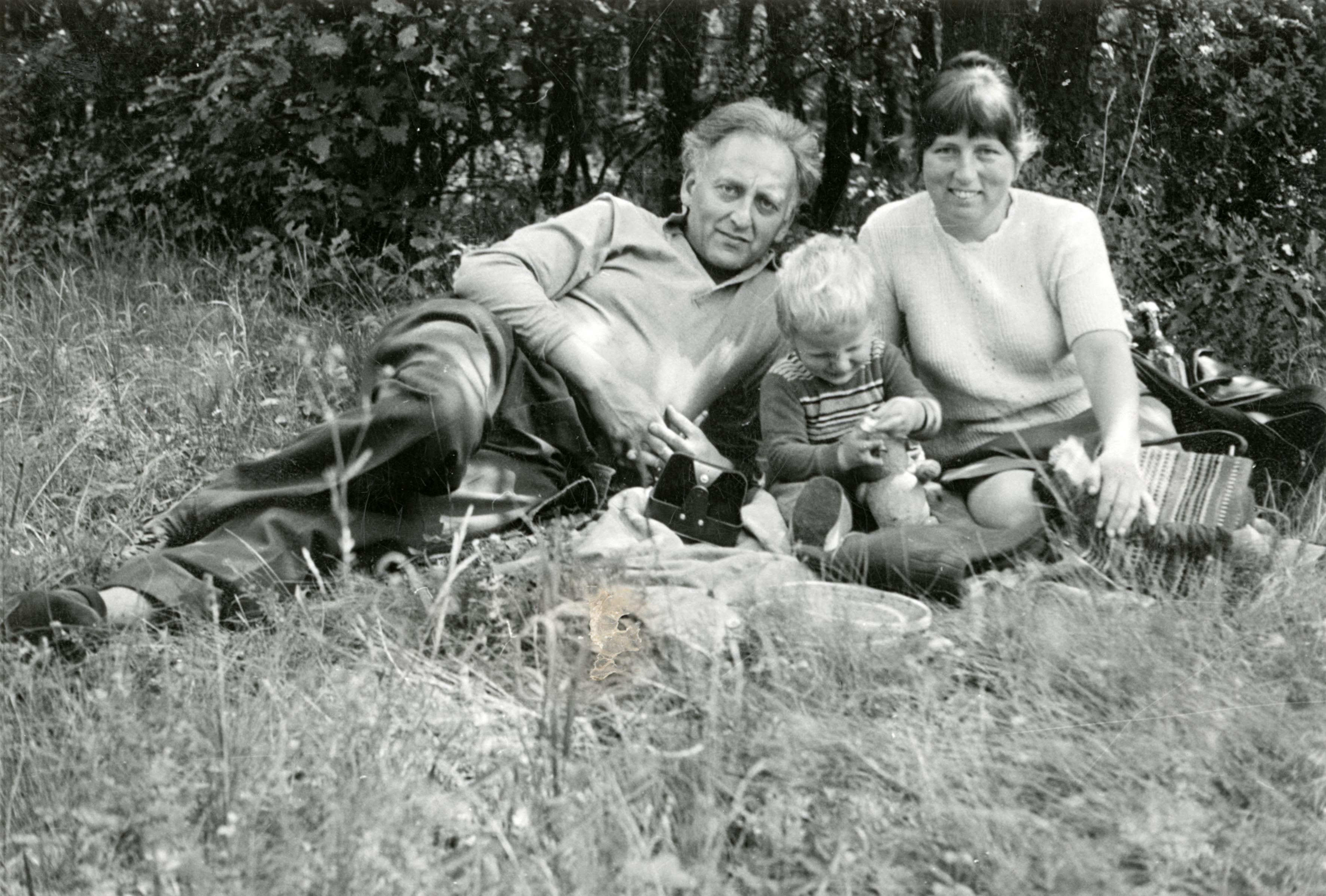 Vázsonyi János feleségével, Halmy Eszterrel és fiukkal
