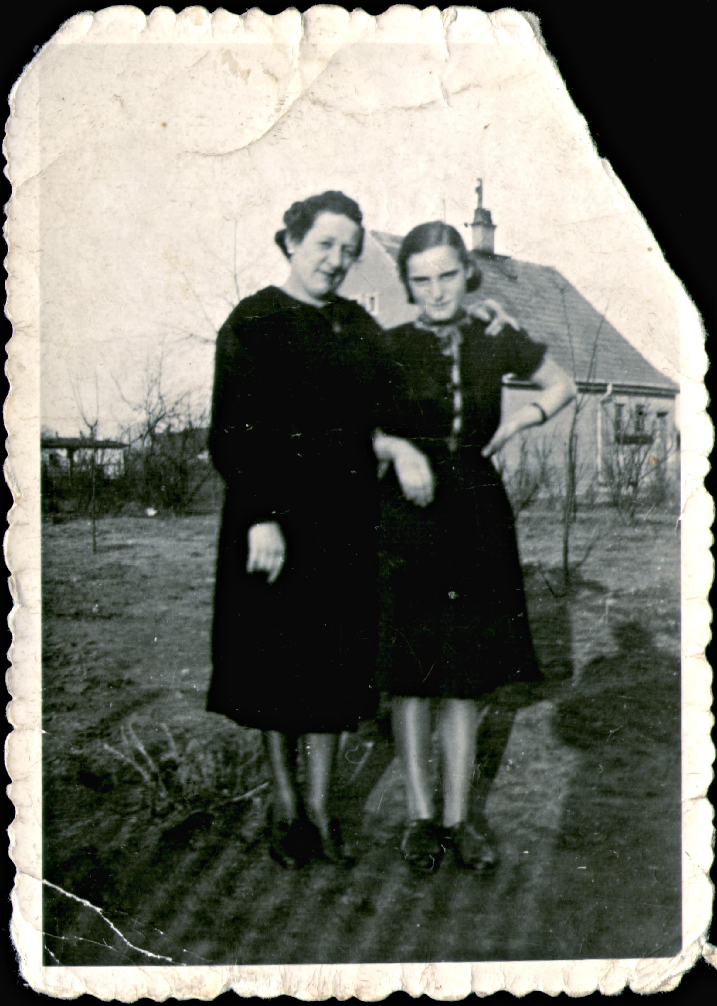 W. Éva nevelõanyjával