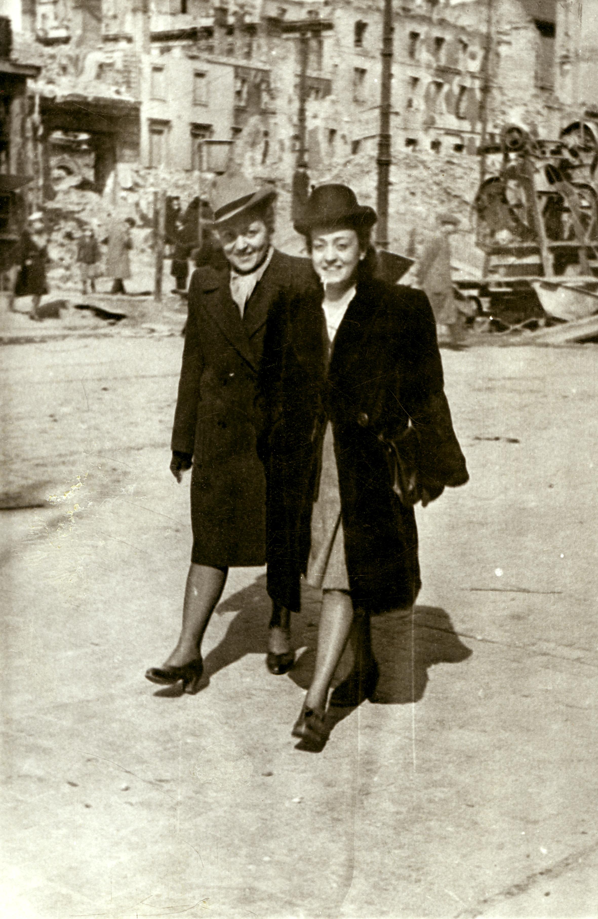 Apolonia Starzec with her sister Irena Kirszenbaum