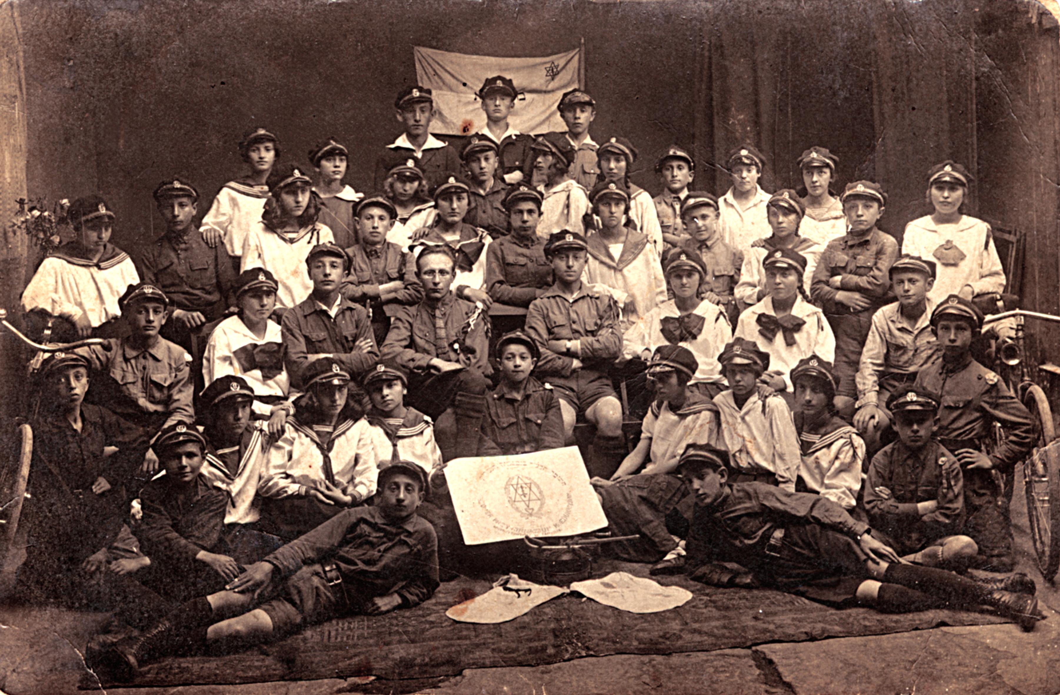 Hashomer Hatzair group