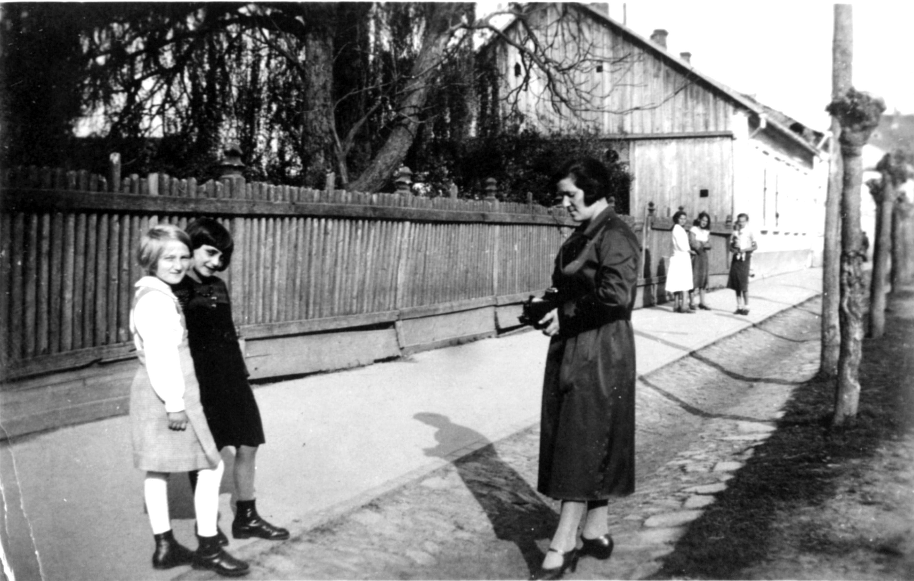 Olga Jakobovics with her daughter Rashela Katz