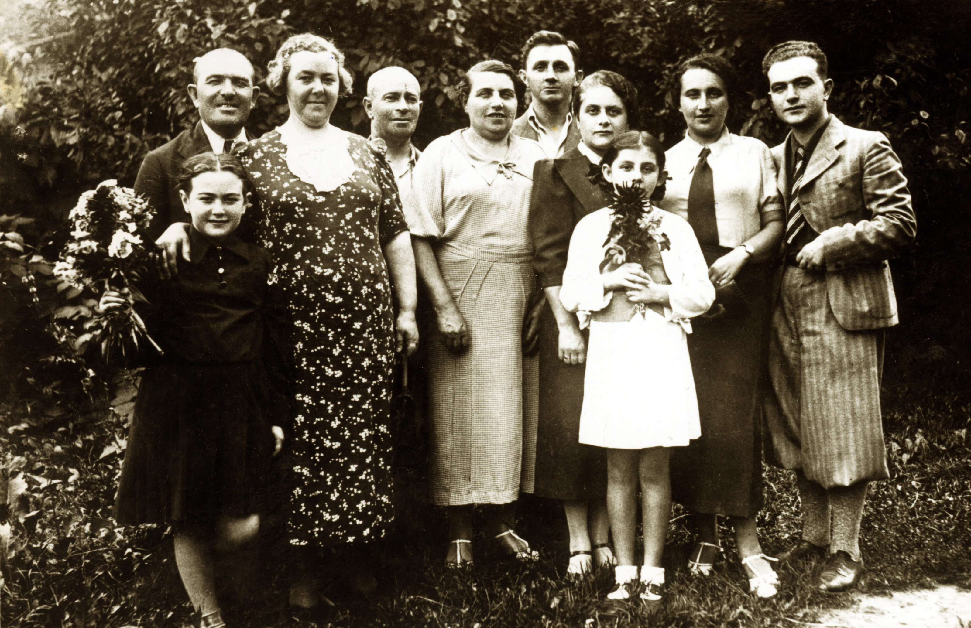 Haya Lea Kats and her family in Rovno, 1938