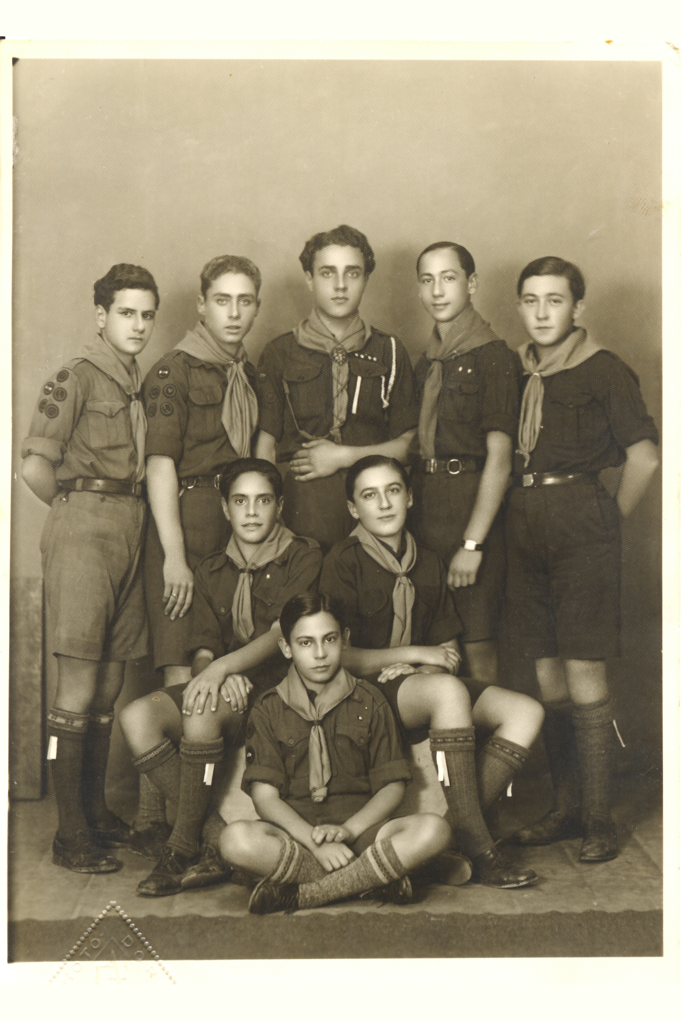 Solomon Molho with fellow boy scouts