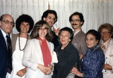 Dr. Erna Wodak mit ihrer Familie in New York