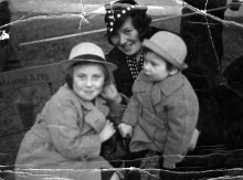 Rosa Rosenstein with her daughters Bessy Aharoni and Lilly Drill in Berlin