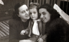 Kati Erdos with her mother Margit Erdos and her little sister Maria