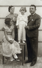 Jul Levi with his parents and sister