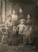 Leon  Anzhel with his mother Yafa Anzhel and aunts