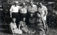 Leon Pinkas with his brothers and their wives