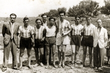 Nissim Leon Uziel with the volleyball team of Hakoah