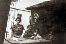 The Beck sisters and Jozsef Faludi in their grandparents' house in Csepel