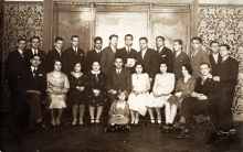 Hana Gasic's mother Flora Montiljo with others posing for a photo