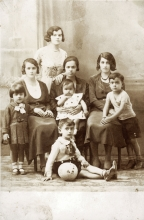 Hana Gasic's mother Flora Montiljo and two of her sisters, Ela Gjebic and Rivka and their children