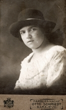 Hana Gasic's photo of a woman in a black hat