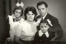 Yankl Dudakas and his family