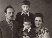 Isaac Rozenfain and his family
