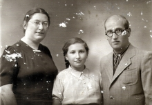 Sarra Shpitalnik and her parents Beila Molchanskaya and Shlomo Molchanskiy