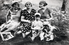 Zlata Tkach, her mother Fania Berehman and her friends