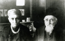 Isak and Mazel Simon, Nisim Navon's maternal grandmother's relatives