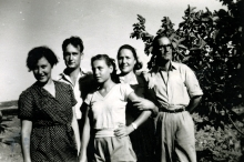 Jeshua Navon, Nisim Navon's paternal uncle, and his family in Pristina