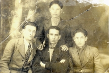 Mojsze Sznejser with his brother Abram and two uncles