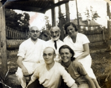 Inna's family: parents Ilya Shif and Anastasia Shif, Grandfather Iosif Shif, Uncle Elkona Shif and his wife Bella Zharkoy