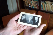 Oscar Roseanu holding an old photo