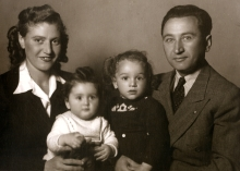 Maks Almozlino and family