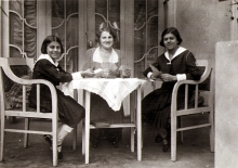 Ilona Seifert, her mother Iren Riemer and her sister