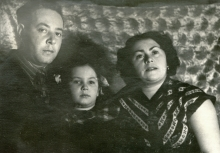 Engelina Goldentracht with her husband Michael Goldentracht and their daughter Alla Karelshtein