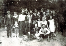 Elka Roizman's uncles Idl and Yosl Braiman with their families