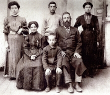 Anna Ivankovitser's maternal grandparents and their family