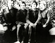 Lev Mistetskiy with his family