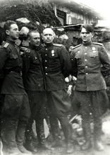 Moisey Goihberg with his comrades on the front