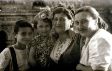 Roman Barskiy with his family: mother Bertha Kazakova, grandmother Freida and sister Elena