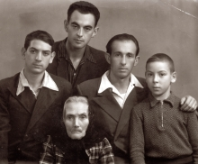 Mariam Gonopolskaya and her grandchildren