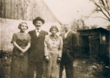 Agi Sofferova with her father and two siblings in Mukachevo