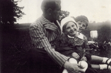 Otto Ginz with his children Chava and Petr