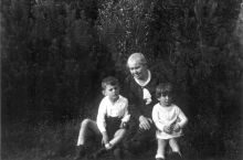 Berta Ginzova with her grandchildren Chava and Petr