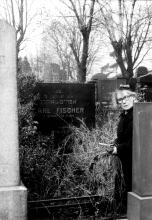 Gertruda Glasova at the grave of her parents in Jihlava