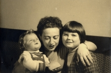 Ruth Goetzova with her children