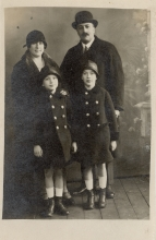 Miksa Domonkos with his sons and second wife