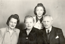 Hedvig Endrei with her parents and sister-in-law