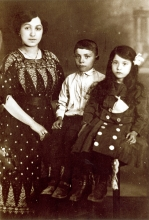 Erzsebet Barsony with her brother and stepmother