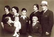 Izidor Bauer and his family