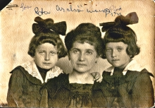 Jozefin Schultz with her children