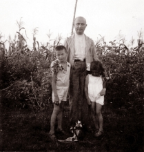 Magdalena Berger's father David Grossberger with his children